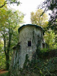 Tour médiévale défensive du Château des Brétignolles