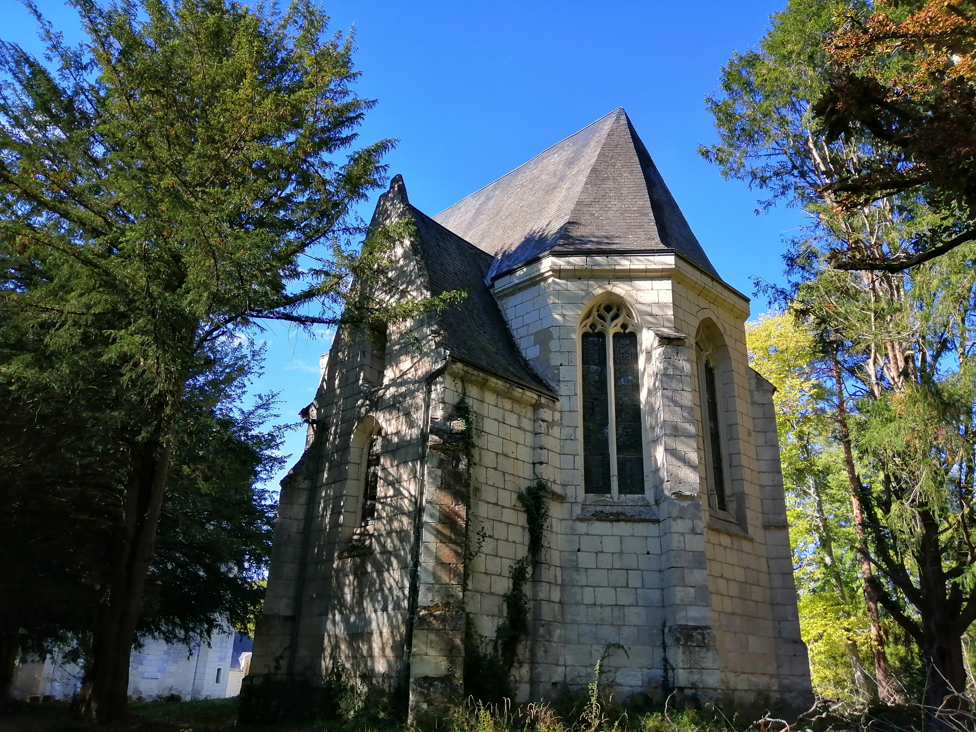 Vue de la façade sud de la chapelle du Château des Brétignolles